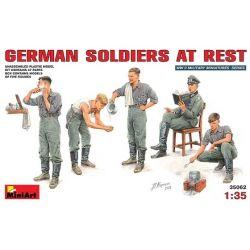 Soldados Alemanes en Descanso