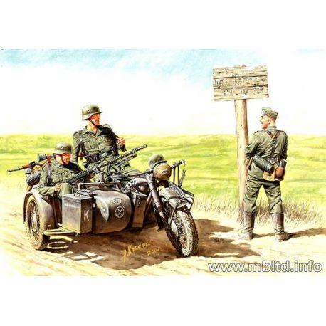 Moto Sidecar Alemana (BMW) + 4 figuras